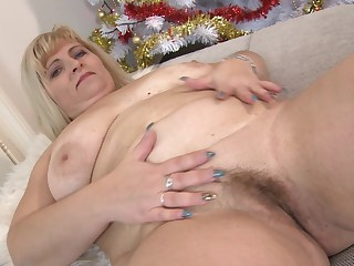 Chubby mature peaches amateur BBW Stefana E. stuffs her pussy with toys
